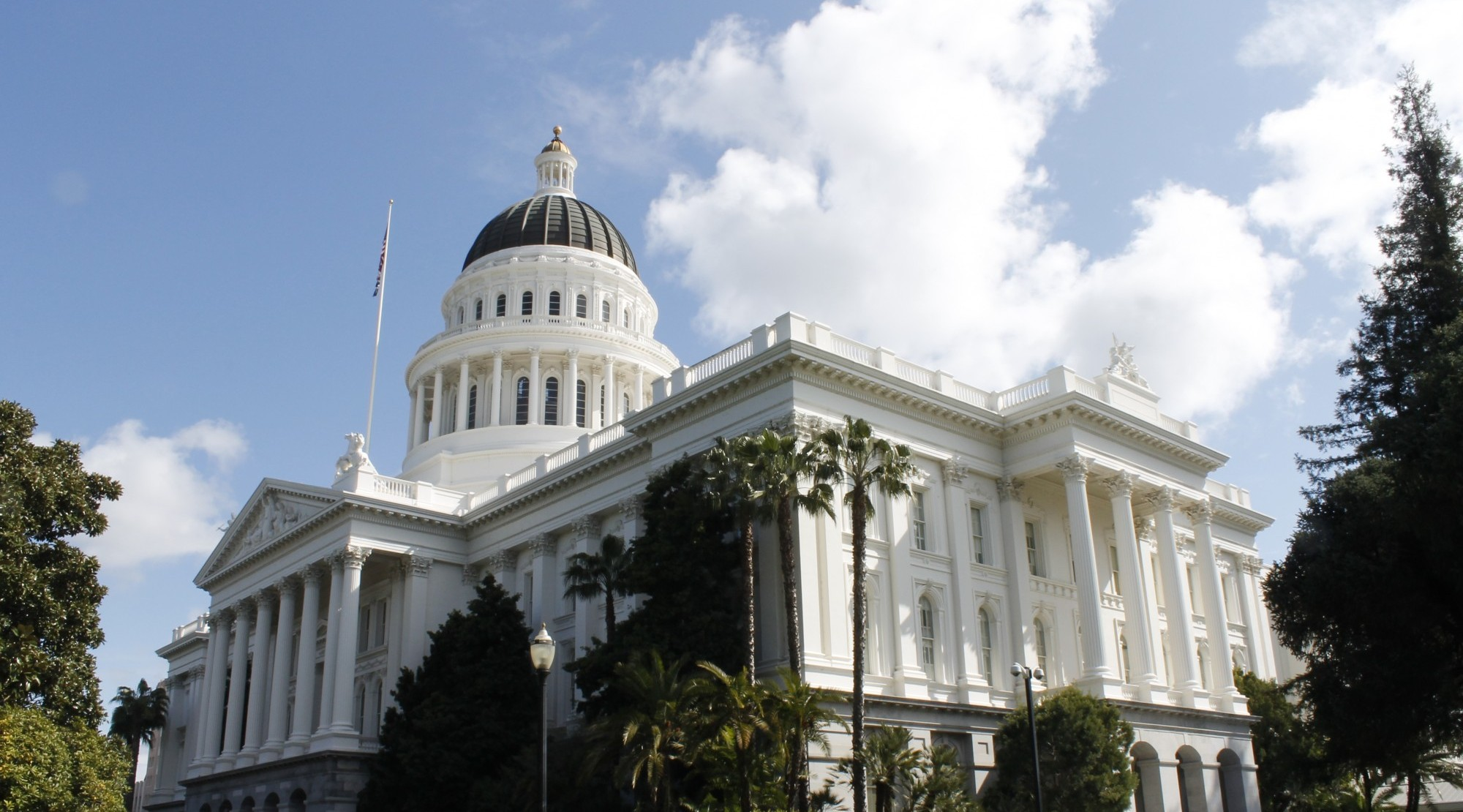 Lawmakers announce housing package with statewide rent control